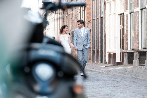 Bruidspaar in het Bergkwartier in Deventer