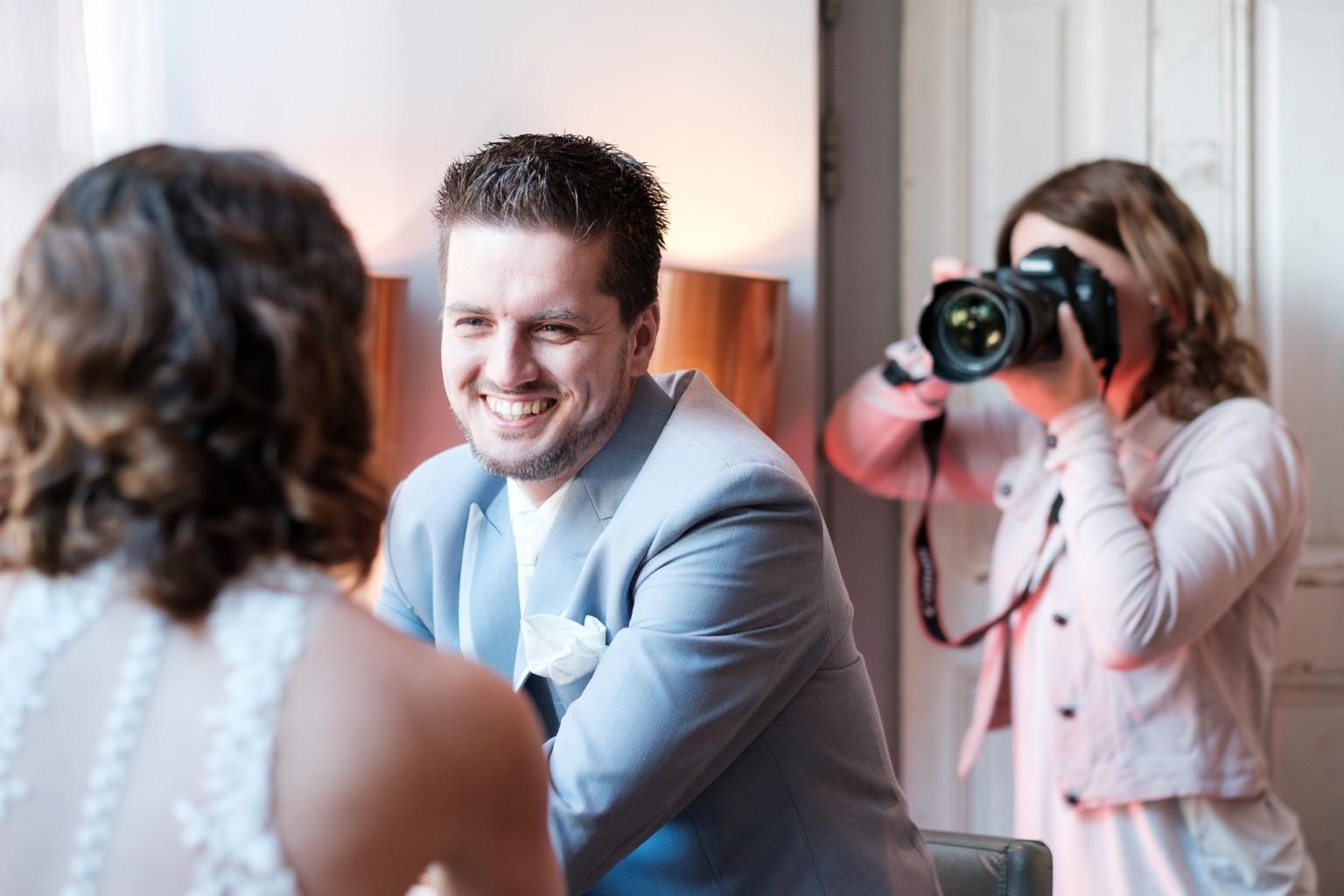 Fotograferen van een bruidspaar
