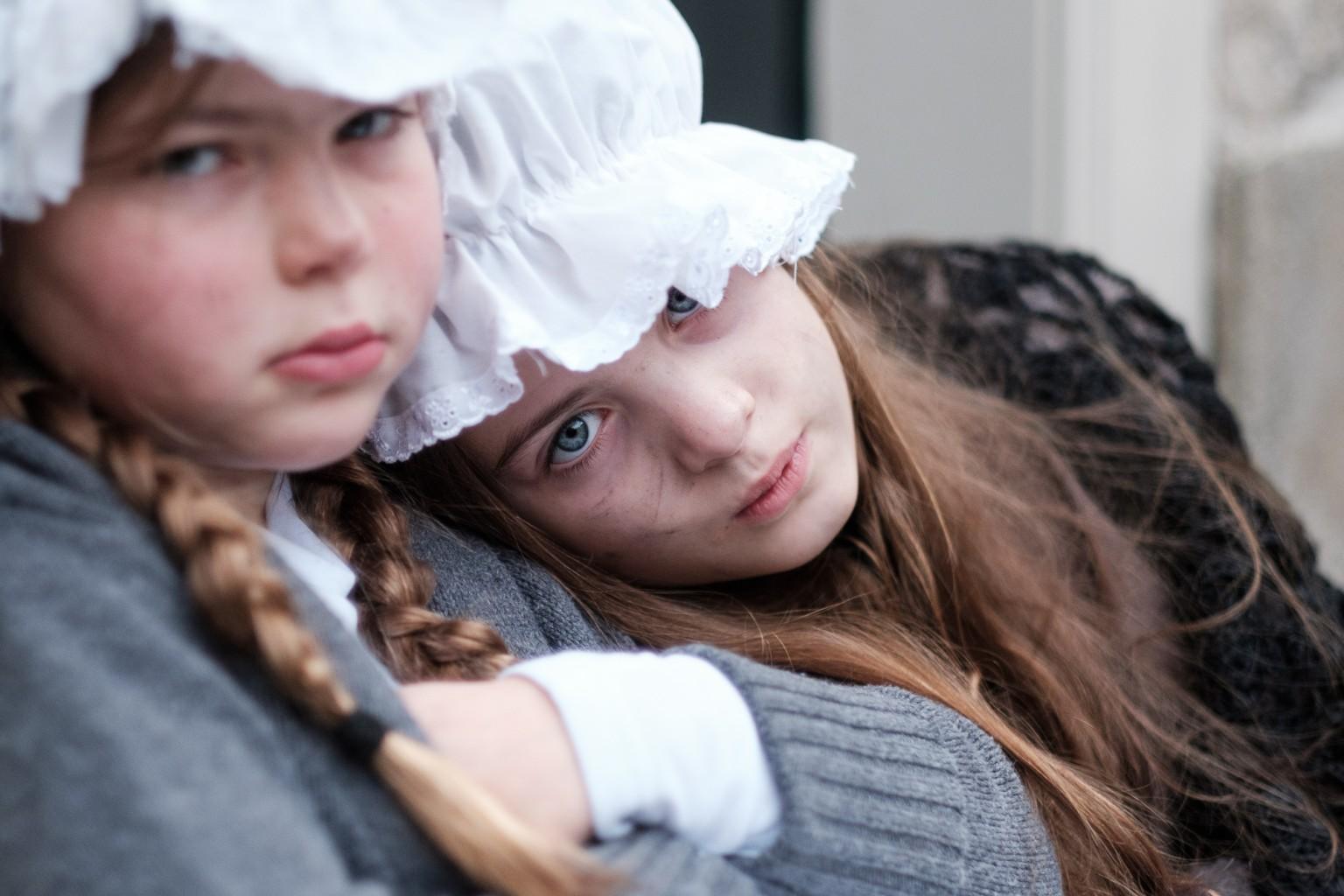 Dickens Festijn 2016 in Deventer - bedelende weeskinderen
