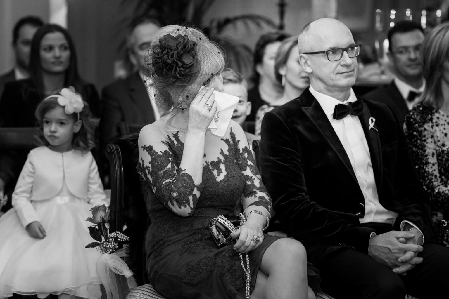 Huilende schoonmoeder bij huwelijksceremonie - trouwfotograaf Peter Lammers