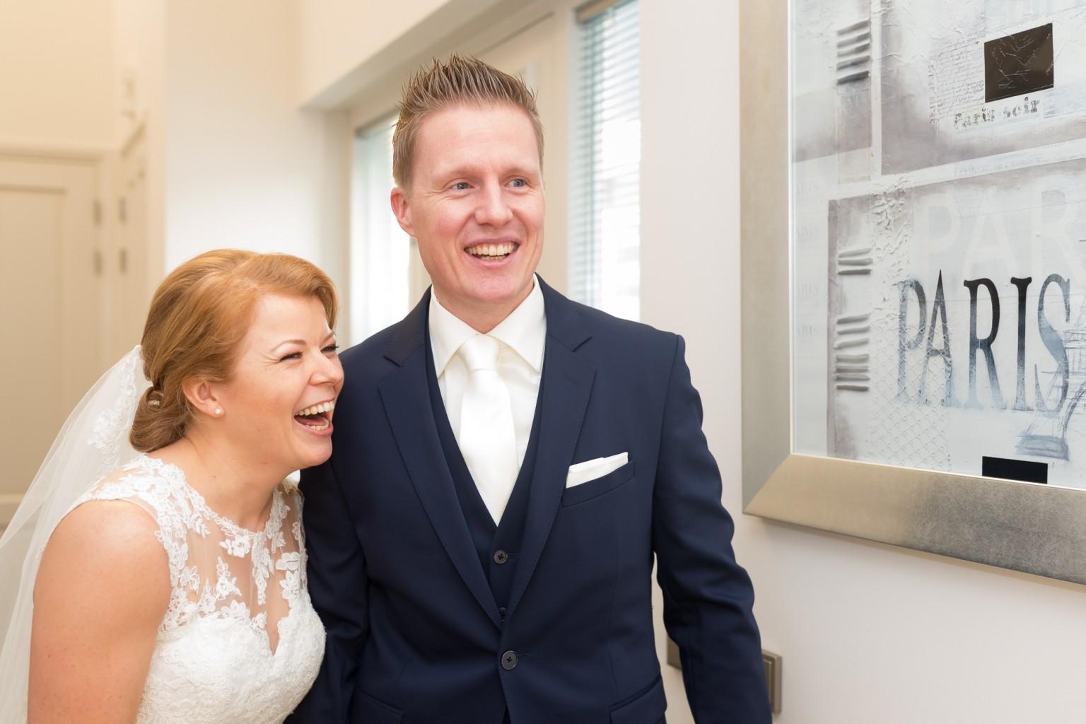 Eerste ontmoeting tussen bruid en bruidegom in de morgen