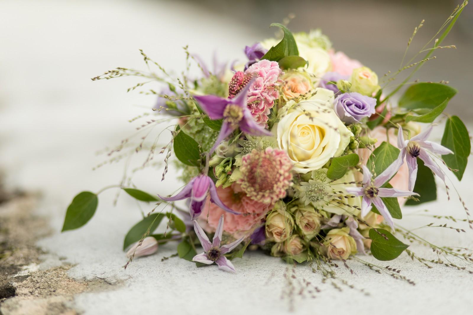 Bruidsboeket met lichte kleuren