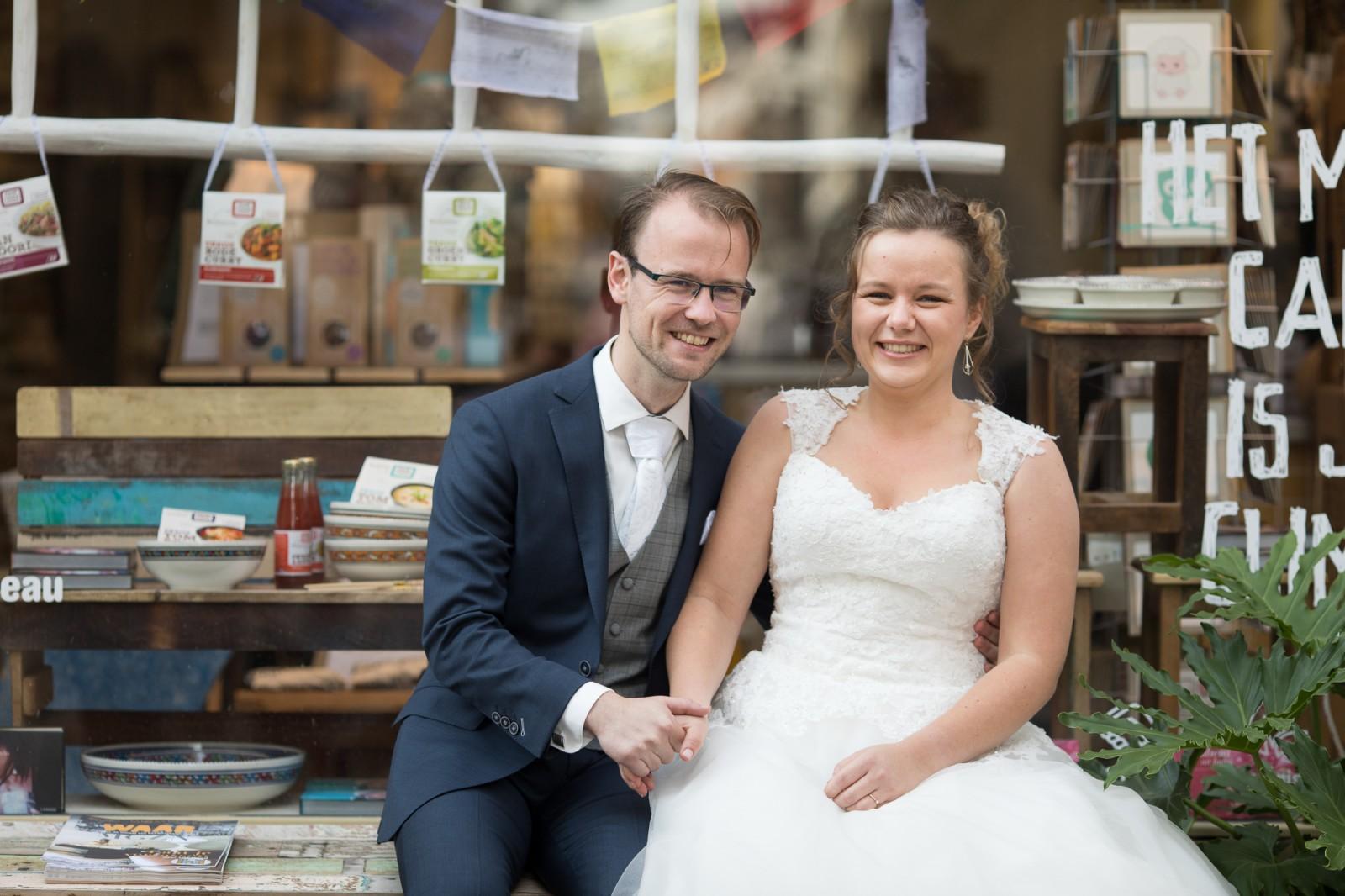 Koen en Marieke voor de winkel van Waar in Deventer