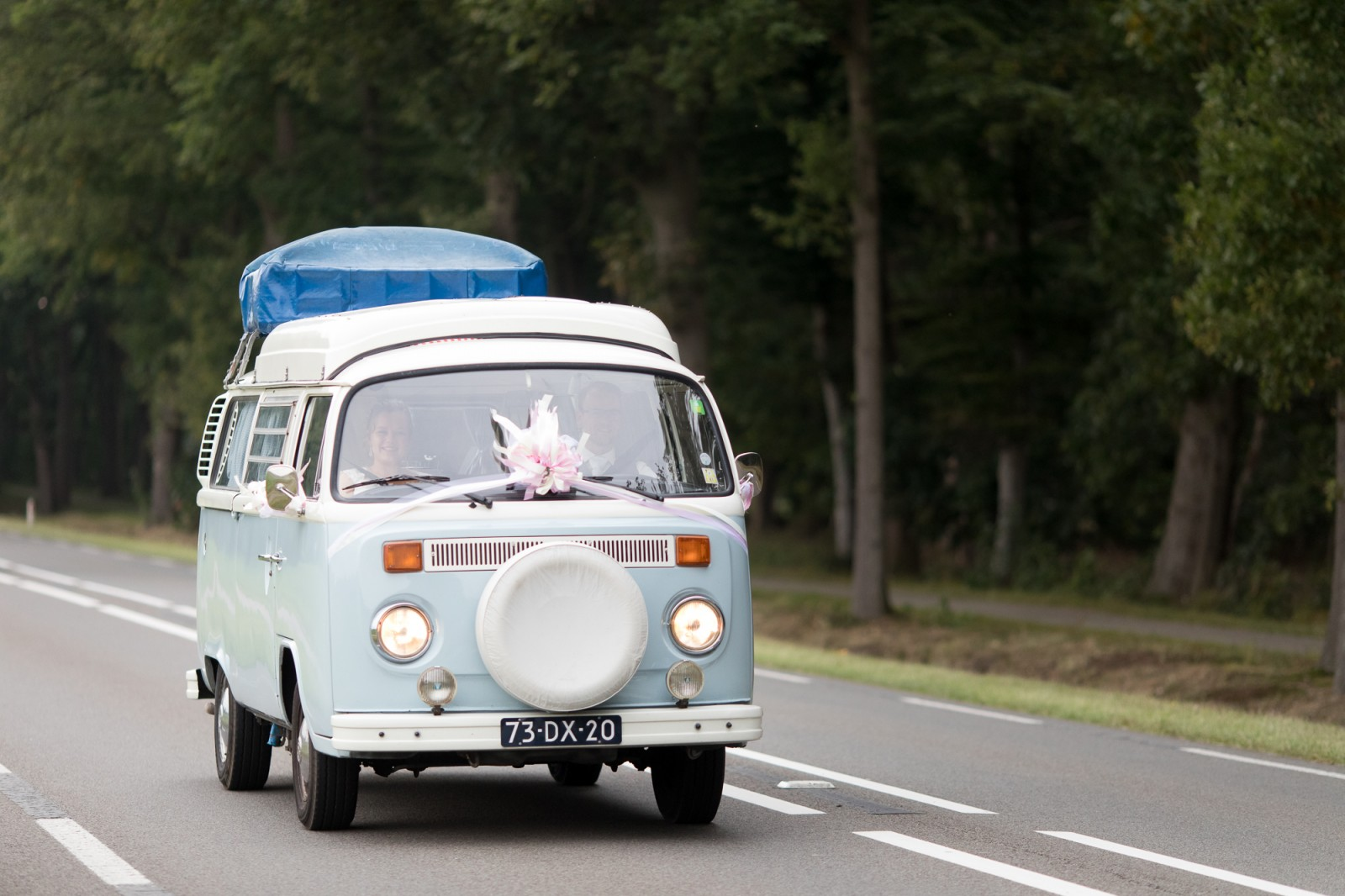 Volkswagenbusje als trouwvervoer