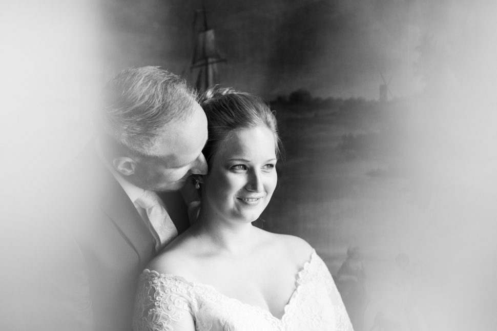 Bruid en bruidegom bij Huis Hotel Vermeer