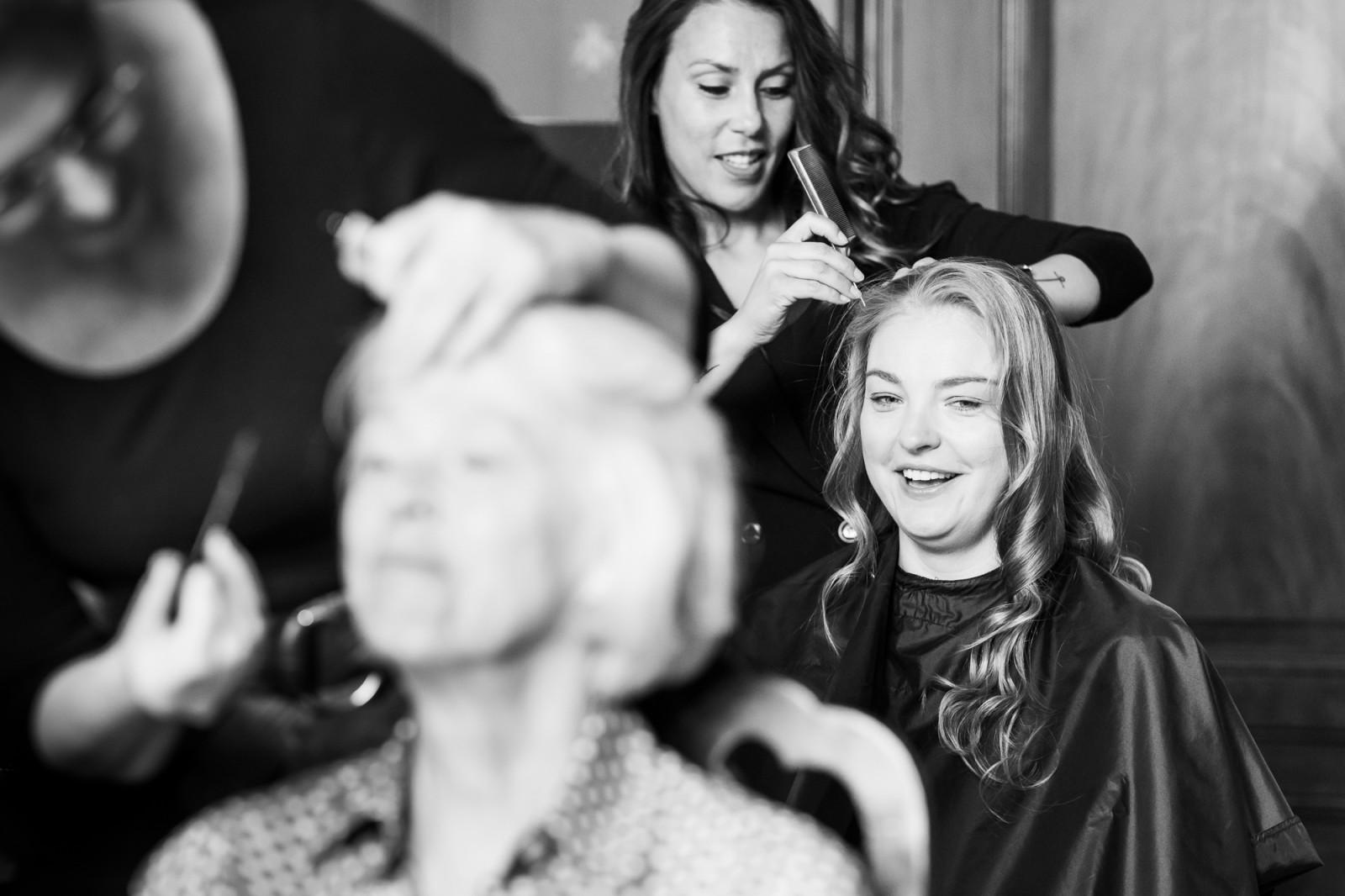 Bruid bij de kapper