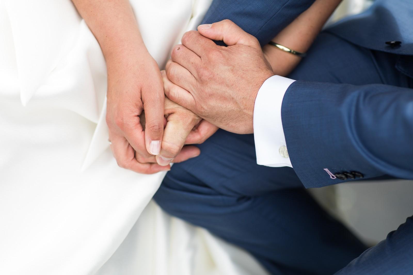 Handen bruid en bruidegom