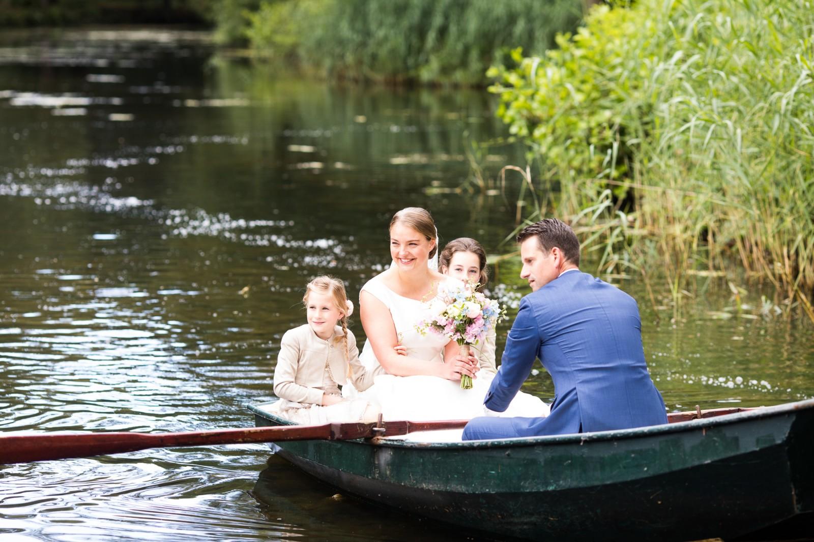In het huwelijksbootje stappen
