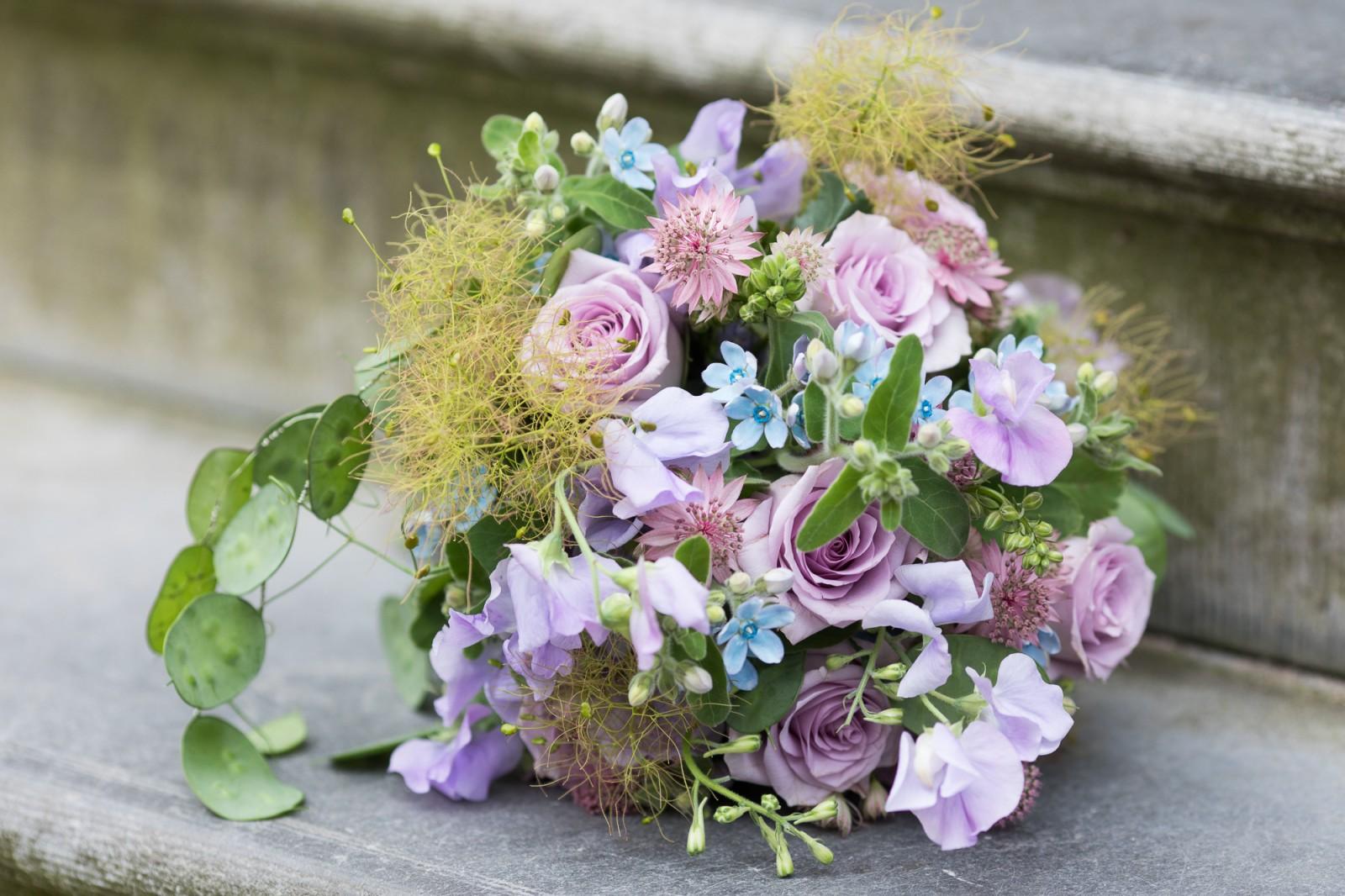 Bruidsboeket met paarse details