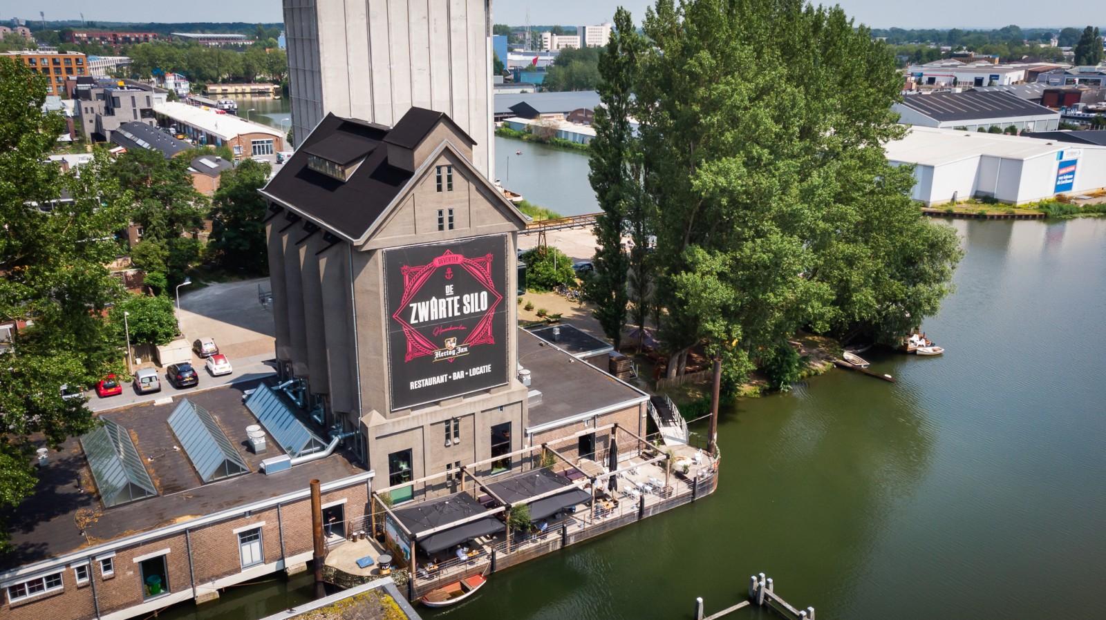 Zwarte Silo drone Deventer