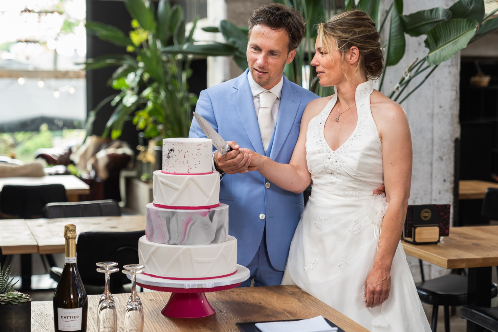 Taart aansnijden Cakes by Beaumonde